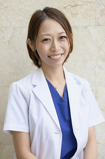 歯科医師 荒川 彩先生